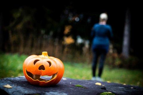 ADVARER: Moren til 9-åringen som opplevde å ikke bli invitert på halloweenfesten i vennegjengen ber foreldre tenke seg om når de i år inviterer til halloweenaktiviteter.
