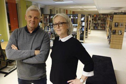 Ånden som går: Programleder Tom Strømnæss og klarsynte Lena Ranehag på Eidsvoll bibliotek under innspillingen av Åndenes makt. foto: TVNorge