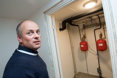 FIKK STØTTE: Espen Klovning fra Strømmen fikk 50.000 kroner i støtte fra Enova for å bytte ut varmeløsningen i boligen sin.