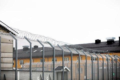 FENGSEL: Røde Kors sin nye rapport mener utlendingsinternatet på Trandum minner alt for mye om et fengsel.
