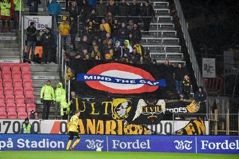 Dette banneret fikk mye omtale søndag kveld. Foto: SKJALG EKELAND