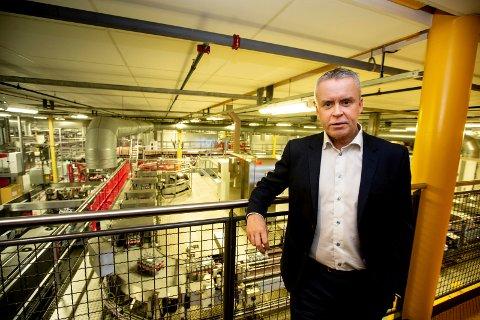 UBEGRIPELIG: Administrerende direktør Stein Rømmerud i Coca-Cola Norge på Robsrud i Lørenskog skjønner ikke hva regjeringen vil oppnå med den siste endringen i sukkeravgiften.