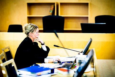 FENGSEL: Aktor Asbjørg Lykkjen mener de tiltalte bør fengsles i fire år og åtte måneder. (Foto: Lisbeth Lund Andresen)