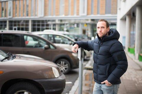 FIKK BOT HER: Marcus Berglund sto parkert her, da parkeringsvakta dukket opp foran bilen hans.
