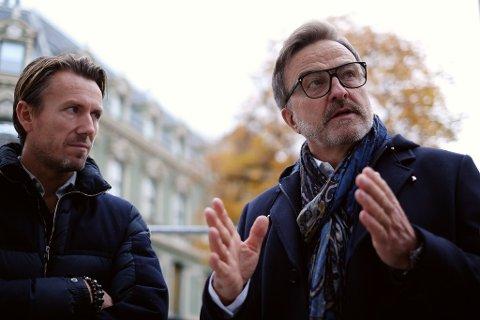 LANG ERFARING: Ola Mæle, her sammen med William Follestad (til venstre). Mæle startet i motebransjen på 70-tallet og står bak kjeder som Bik Bok, Match og Voice of Europe.  Foto: Trond Lepperød