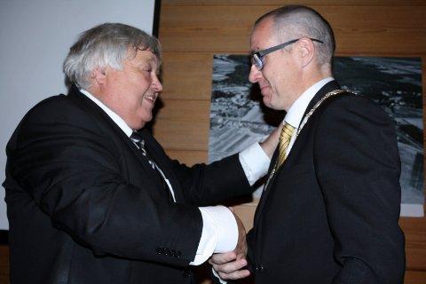 I 2015 overlot Harald Espelund ordførerkjedet til Tom Staahle. Han tar ikke opp kampen om å få det tilbake.