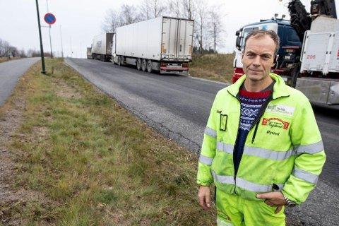 Øyvind Høgslund mener trailertrafikken på Bølerveien blir stadig mer belastende.