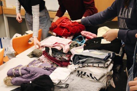 HJELPENDE HENDER: – Vi har alt vi trenger, men det er mange som ikke er like heldige, sier Helene Suesegg (15)