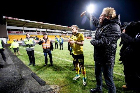 Tok farvel: Jörgen Lennartsson hjalp til slik at Erling Knudtzon fikk  sin hyllest etter sin siste kamp i LSK-trøya. 29-åringen som går til Molde medgir at all misnøyen har gått inn på ham. Alle foto: Lisbeth Lund Andresen