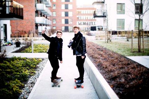 LEVER DRØMMEN: Martin Solhaugen og Kim Sørensen har flere hundre tusen følgere i sosiale medier, men innrømmer likevel at det i perioder kan være tøft å få endene til å møtes. Nå tar de sats og ansetter ytterligere to personer. FOTO: LISBETH LUND ANDRESEN