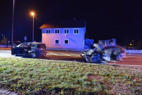 FORLOT ÅSTEDET: Kvinnen kjørte bilen til høyre og forlot åstedet etter ulykken. Hun er fortsatt ikke avhørt