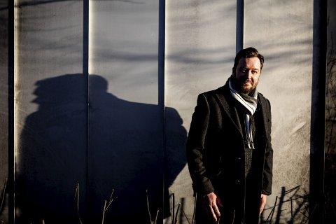 Skyggespill: Skuespiller Rune Svendsen spiller hovedrollen i den klassiske julemusikalen Scrooge på Lillestrøm kultursenter i desember. foto: Tom Gustavsen