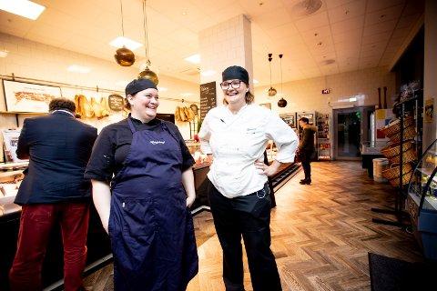 NYE PØLSESPRELL: Søstrene Cesilie Sæbø og Camilla Holand i Rosenberg spiseforretning i Lillestrøm, takket uten å nøle ja til ufordringen om å utvikle ei pølse som skal forene Sørum, Fet og Skedsmo.