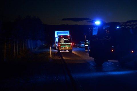 Ulykken skjedde i Sogndalsvegen på Gardermoen. Det var mørkt på ulykkesstedet. Foto: Remi B Presttun