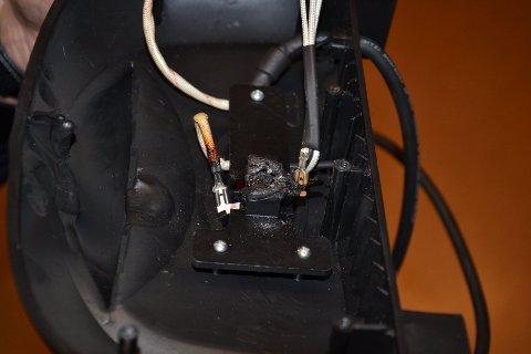 TOK FYR: Elektronikken i raclettejernet tok fyr da familien skulle spise middag.