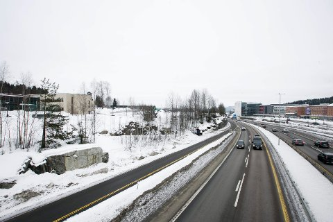 BARRIERE I BYGDA: Det er bred enighet om at riksvei 159 fungerer som en barriere gjennom Lørenskog sentrum.