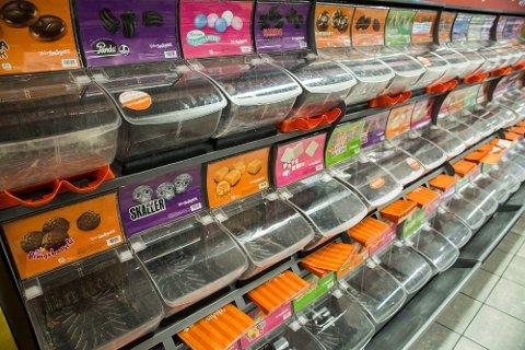 BILLIGERE GODTERI: Sukkeravgiften på sjokolade og godteri ble satt opp med hele 83 prosent ved forrige årsskifte, noe som ga kraftige protester fra bransjen. Ved nyttår skrus avgiften tilbake til 2017-nivå. Foto: Mariam Butt (NTB scanpix)