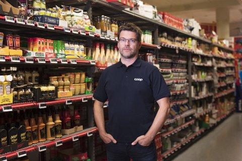 FRYKTER TOMME HYLLER: Harald Kristiansen, kommunikasjonssjef i Coop. Foto: Coop