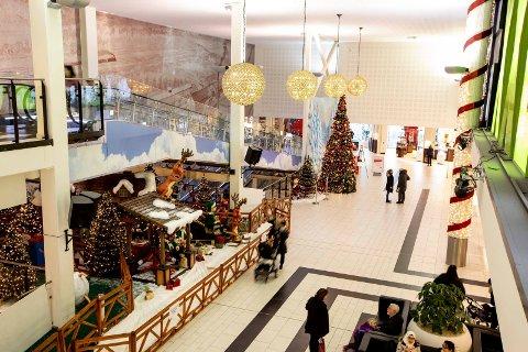 STILLE FØR STORMEN: Det store julekaoset har foreløpig latt vente på seg på Romerikes kjøpesentre, bortsett fra under Black Friday.