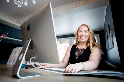 GRÜNDER: Caroline Corneliussen har skapt seg sitt eget levebrød og hjelper noen av Norges mest populære bloggere med inntektene.