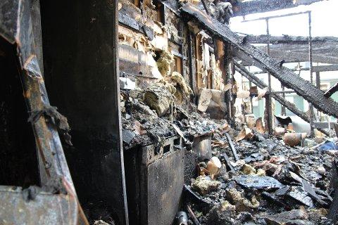 KJØKKENBRANN: Slik så det ut etter en kjøkkenbrann i en bolig på Romerike. Boligen ble totalskadet, men ingen ble skadet i brannen.