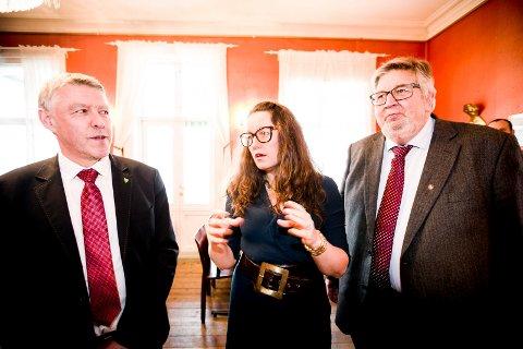 GNISNINGER: Om to år er storkommunen Lillestrøm en realitet. Allerede nå har samarbeidet mellom de tre kommunene begynt å gnisse. Fra venstre: Fet-ordfører John Harry Skoglund (Ap), Sørum-ordfører Marianne Grimstad Hansen (H) og Skedsmo-ordfører Ole Jacob Flæten (Ap).
