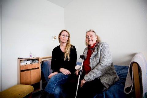 FÅR BLI: Margrethe Jahr skal flytte inn i omsorgsbolig om ca. en måned. I mellomtiden får hun bli på sykehjemmet. Niese Monica Holmen er lettet.