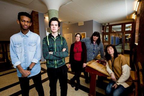Ved Lillestrøm vgs er de tilnærmet enstemmig imot vedtaket om forskjøvet skoledag. (F.v.) Mohamed Barry, David Hettasch, Janecke Fiebig, Hanne Jahren og Hege Faust.