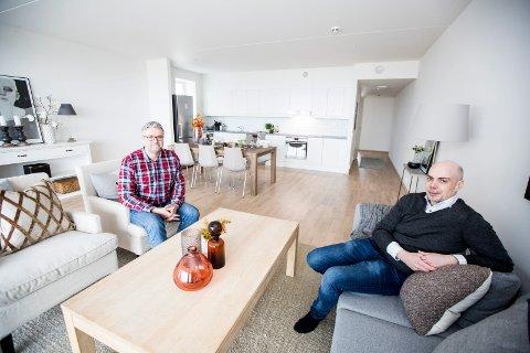 SUKSESS: Daglig leder Kjetil Kronborg (t.h.) og prosjekteleder Ole Johnny Bråten i Jessheim Panorama AS er svært fornøyd med resultatet i leilighetsprosjektet.