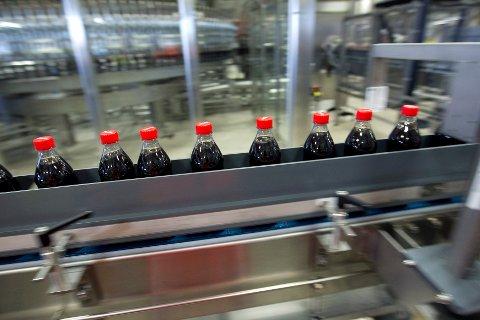 KJØPER MINDRE BRUS I NORGE: 13 personer permitteres fra Coca Cola på grunn av avgifter.