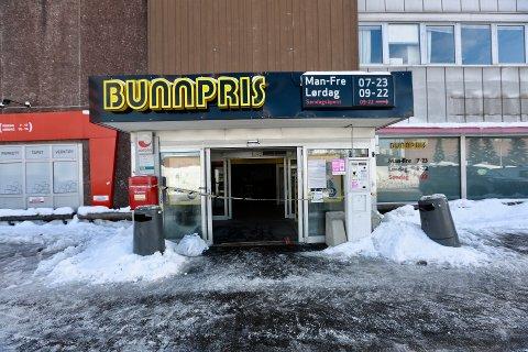ILLE LUKT: Butikken på Skårer er tirsdag ettermiddag stengt. Nå jobbes det med å få den åpnet igjen. FOTO: LISBETH ANDRESEN