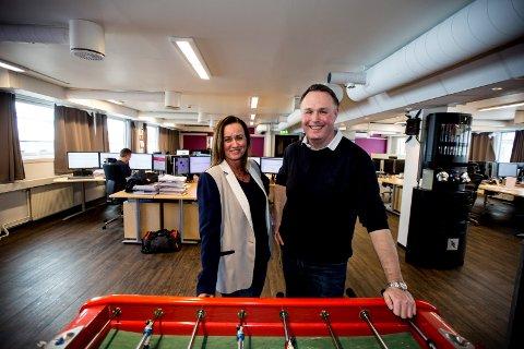 GOD BUTIKK: Markedsansvarlig Elisabeth Granlund og daglig leder Trond Adrian Frost i Outsearching.com AS tjener godt på nettet.