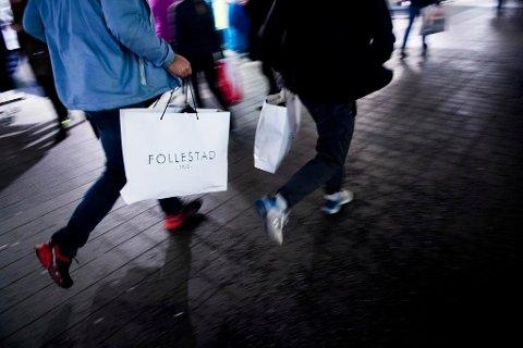 BREMSER VEKSTEN: Prisnedgang på klær bidro til å dempe oppgangen i konsumprisindeksen. Foto: Jon Olav Nesvold (NTB scanpix)
