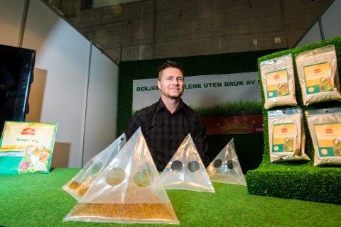 SNEGLEFELLER: Med øl som lokkemiddel skal disse fellene ifølge Morten Moland i Sneglekongen AS fange opptil 20-25 brunsnegler hver.