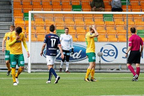 BARE NESTEN: Espen Garnås (f.v.), William Kurtovic og Mats-André Kaland fortviler etter en blytung første omgang. I andre omgang kom Ull/Kisa nesten tilbake.