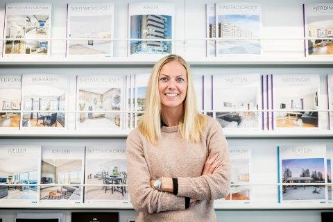 OPPGANG: Torsdag kommer nye tall for boligprisutviklingen på Romerike. Daglig leder hos DNB Eiendom i Lillestrøm, Camilla Stensløkken, tror den vil vise økte priser - for tredje måned på rad.