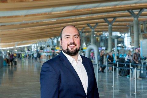 FORNØYD: Lasse A. Vangstein, kommunikasjonsrådgiver på Oslo Lufthavn. Foto: Oslo Lufthavn