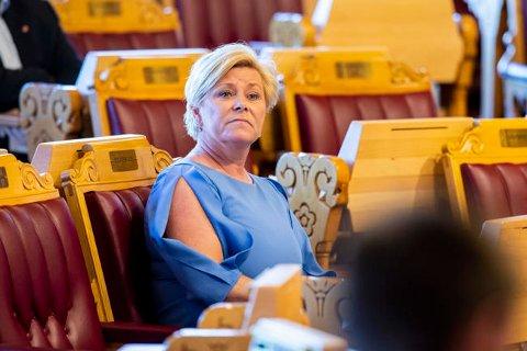 Frp-leder Siv Jensen forsvarer seg med at bilrelaterte avgifter samlet sett er blitt redusert med nærmere 2 milliarder kroner. Foto: Tore Meek NTB scanpix
