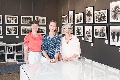 Innehaverne av Studio OSCAR, Kristin Jacobsen, Karine Ruud og Kari Helén Johansen driver galleriet, fotostudio og rammeverksted  sammen. Nå gleder de seg til å kunne vise frem utstillingen fra Royal Albert Hall.