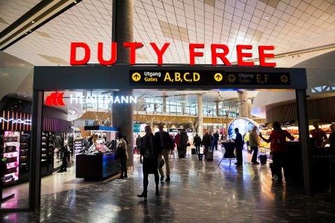 FELLE? Her fra taxfreebutikkene,  under omvisningen i de nye arealene til Oslo Lufthavn på Gardermoen.
