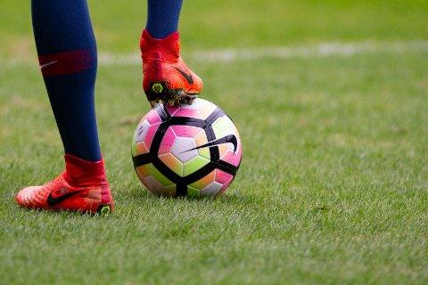Dugnadsånd: Hvis du vil at guttungen eller jentungen din skal bli god i fotball, så må du stille opp selv, skriver innsenderen. Illustrasjonsfoto: NTB scanpix