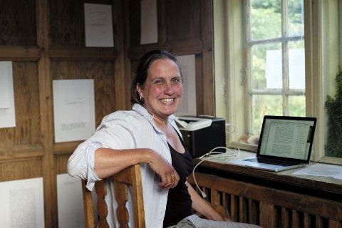 JOBBER I HUSET: Forfatter Hild Borchgrevink har fordypet seg i Camilla Colletts tekster. FOTO: Kay Tormod Hansen