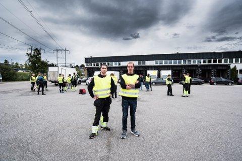 STREIKER: Marius Kristiansen og Marius Sydow Thorsen  i Elkjøp Distribusjon.