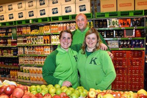 Kjøpmann Paal Christian Svendsen gleder seg til å åpne ny Kiwi-butikk i Løken Senter. Marlen Myrvang Ottesen (t.v.),  og Vibeke Ovlien er to av åtte ansatte som blir med Svendsen videre fra Kiwi Bjørkelangen.