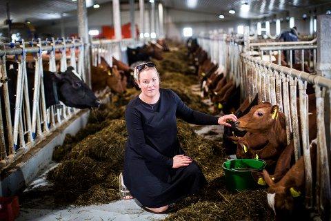 MANGLER FÔR: – Jeg kan har ikke noe annet valg enn å sende dyra til slakting, sier bonde Marthe Bogstad. Foto: Lisbeth Lund Andresen.