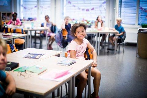 KAN MÅTE FLYTTE: Alida Natasha Brøyn (8) er norsk statsborger. Likevel kan hun bli tvunget til å flytte til Zambia. – Jeg har ikke lyst til å flytte, sier tredjeklassingen selv.