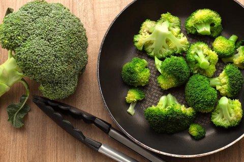 GRØNT OG SUNT: Ifølge forfatter Annette Harbech hjelper brokkoli deg med å rense hjernen. Foto: Istock