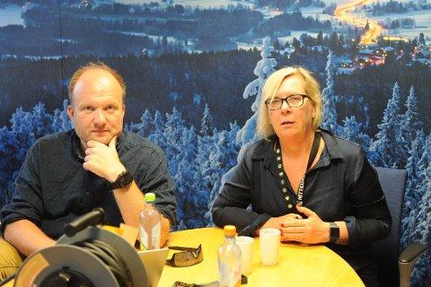 KRISESTAB: Nittedal kommune har satt krisestab i forbindelse med de mange skogbrnnen langs Gjøvikbanen søndag kveld og natt. Her kommunikasjonssjef Kristian Westgård og ordfører Hilde Thorkildsen.