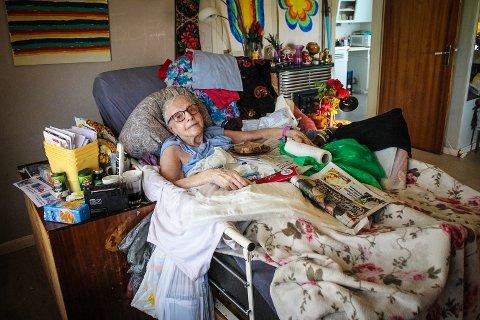 Sengeliggende: Kirsten Elisabeth Huseby (87) måtte vente i timesvis på hjelp fra hjemmesykepleien. Nå tar kommunen selvkritikk.