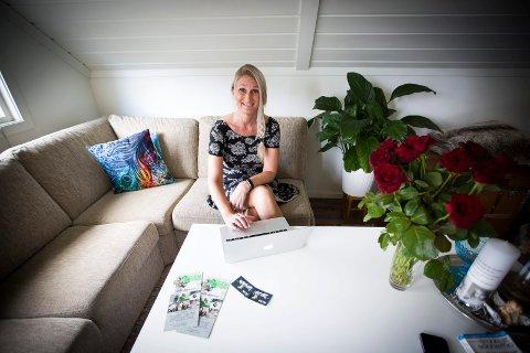 REDDER FERIEN TIL MANGE: Tanya Valkve, en av tre initiativtakere av Omsorg Jessheim, har vært med på å dele ut 19 ferieaktiviteter til barnefamilier som sliter økonomisk. Blant annet har organisasjonen sendt familien vi omtaler i denne saken til Dyreparken i Kristiansand.